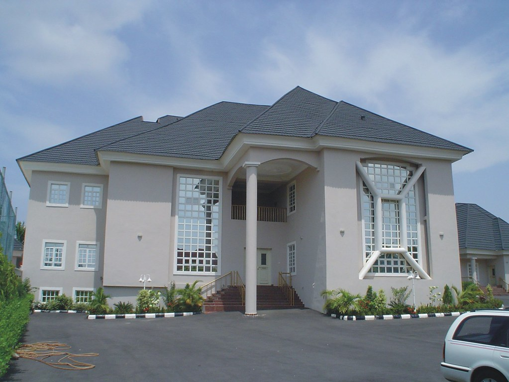 Mansions in nigeria pics you can post more pictures for Garage du trident nice