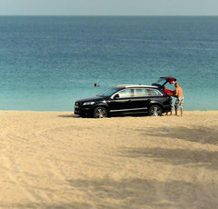 Dubai Beach drive-in (Bn) Tags: topf50 dubai offroad beachlife beachvolleyball drivein kayaking windsurfing paragliding palmbeach unitedarabemirates beautifulbeach arabiangulf seakayaking watersport jumeirahbeach jetskiing deepseafishing publicbeach audiq7 audicar 50faves warmwaters runningonthebeach caronthebeach letsgotothebeach multiculturalsociety relaxonthebeach refreshingswim sleeponthebeach 4550degreescentigrade softwhitesand shallowwarmturquoisewaters 4045degreescelcius toohottootrot juxtapositionofcultures audionthebeach beachlifeindubai joggingindubai joggingatthebeachofdubai dubaibeachdrivein oddbeachscene transitpassengerdubai audisuvq7 theaudiq7isafullsizeluxurysportutilityvehicle