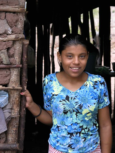 Joven en la puerta - Young woman in the doorway; cerca de Palacagüina, Madriz, Nicaragua