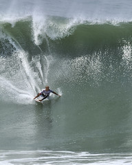 Slater takes off (ScottS101) Tags: california face cali giant surf waves pacific surfer huntington champion competition surfing professional surfboard huge pro kelly athletes athlete legend olas hb ola slater competitor surfista beachwave theunforgettablepictures huntingtonbeach allrightsreserved usopenofsurfing scottsansenbach2009 kellyslater