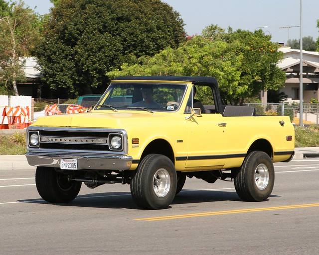 ca cars chevrolet yellow truck la gm chevy suv blazer k5 rollbar opentop woodlandhills carspotting supercarsunday carsandcoffee ????? ????