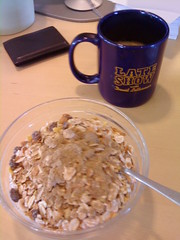 Frukost 7/8 (Atomeyes) Tags: mat yoghurt kaffe frukost msli