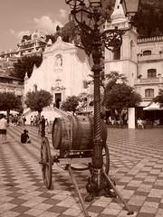 Taormina (Antonio Siringo) Tags: taormina seppia piazzaixaprile