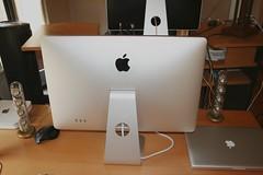 Mid-2009 MacBook Pro 15-inch (Egyptianegg) Tags: cinema apple macintosh display led pro 24inch macbook