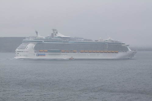Pilot prepares to board Independence of the Seas