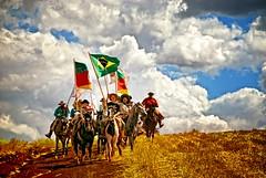 Faz de conta.... (mauroheinrich) Tags: brasil nikon cavalos gauchos ctg riograndedosul cultura pampa gaucho tradição gaúchos 18200vr ibirubá querência fotógrafosbrasileiros cavalgadas nativismo fotógrafosgaúchos campereadas gauchadas ranchodostropeiros fotógrafosdosul