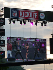 Black Eyed Peas at NFL Kickoff 2009 (catsanat) Tags: gosteelers blackeyedpeas nflkickoff