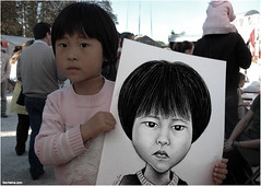 Fast Caricature (Ben Heine) Tags: portrait asian funny child belgium random drawing fair hobby event laugh bignose freetime enfant foire asiatic vlaanderen flandre cutelittlegirl benheine fastcaricature dessinrapide