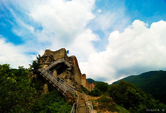 Poenari Castle (Ovidiu H.) Tags: old sky cliff mountains building castle clouds forest europe citadel flag historic romania 13thcentury arhitecture arges tokina1224f4 transfagarasan arefu nikond80 cetateapoenari poenaricastle poenaricitadel