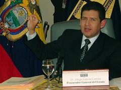 El Doctor Diego García, señaló que en el caso Chevron, el interés de la Procuraduría General del Estado es fundamentalmente dejar en claro que en el Ecuador rige la seguridad jurídica y que existe una total independencia de las Funciones del Estado y sus instituciones '