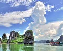 YAHBS - (Explored) (badzmanaois) Tags: halongbay fishingvillage mostbeautifulplaceonearth limestoneformations floatingvillages krasts oneofthemostbeautifulplacesonearth gettyimagessingaporeq2