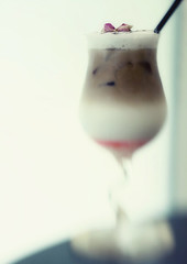 """Rose Juliet"" (Lee_Bryan) Tags: coffee petals bokeh roseflavoured lensbabycomposer"