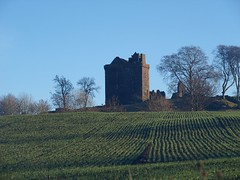 Balvaird Castle (B4bees .(2m views)) Tags: castle history scotland inn 17thcentury hill perthshire murray defence clans ruinous binn scottishhistory olympuse510 mansfieldfamily brianforbes gatesidefife couriercountry