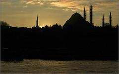 An evening on the Golden Horn (Ubierno) Tags: turkey de golden türkiye istanbul mosque mezquita horn süleymaniye oro estambul turquía camii cuerno haliç altın cuernodeoro boynuz ubierno