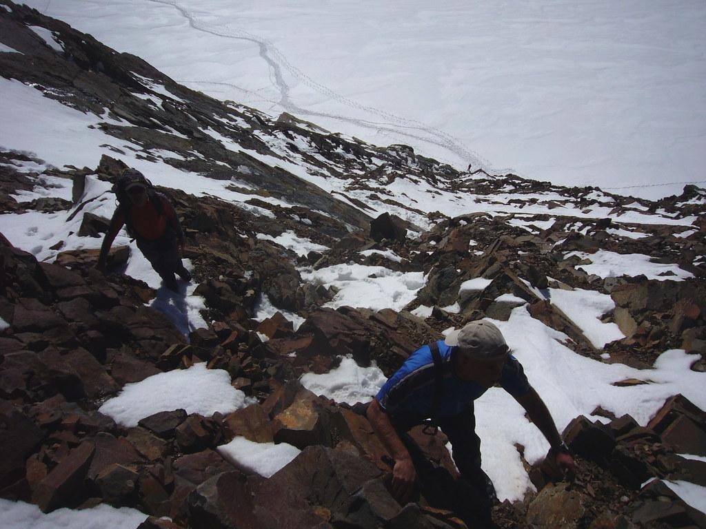 037-Trepaditas y Silvia al fondo en el Glaciar