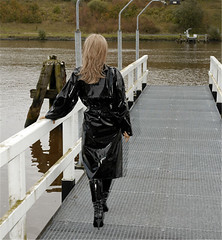 Collected from the Usenet (mallorcarain) Tags: fetish nice boots vinyl streetshots raincoat pvc bottes fakes stiefel raincape regenmantel cir lackmantel impermables