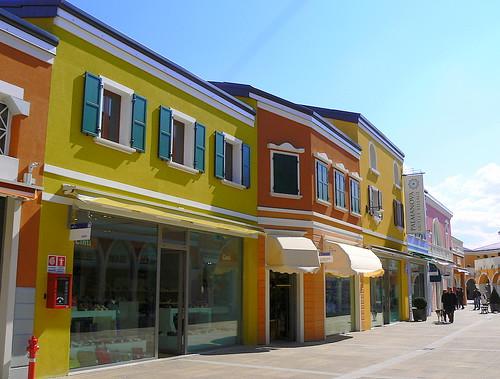 new style 05b0c 85fc1 Il Palmanova Outlet Village è partner del Teatro Nuovo ...