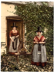Welsh women knitting and spinning