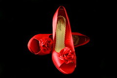 Womens shoes (Johann Ingi) Tags: red black fashion rose canon studio shoes style classy womensshoes 400d johanningi