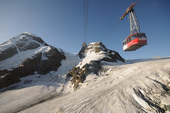 up to 3'883 metres / 12'736 ft. (Toni_V) Tags: snow alps nature landscape schweiz switzerland suisse searchthebest peak glacier zermatt kleinmatterhorn alpen svizzera gletscher wallis 2009 valais seilbahn randonne d300 sigma1020mm dsc1186 capturenx toniv matterhornglacierparadise concordians 090814 unterertheodulgletscher