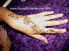 henna_rose_hand