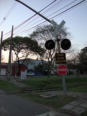 Parada para a Linha do Trem (FabioCherubini) Tags: brasil twilight curitiba anoitecer crepsculo