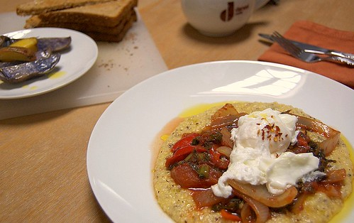 Creamy polenta with tomato and egg