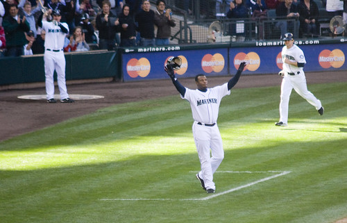 Griffey Waves Goodbye