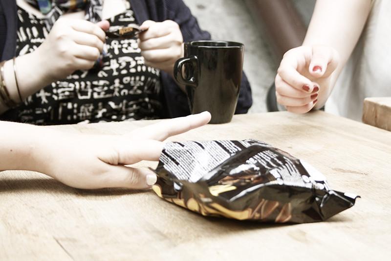 Caisas present: riesen, kaffe och cigaretter