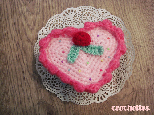 Heart cake in crochet
