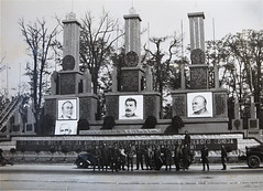 American and Russian soldiers in Berlin, Germany 1945 (thstrand) Tags: berlin europe military wwii worldwarii 1940s winstonchurchill americans soldiers wars monuments russian 20thcentury 1945 fdr americansoldiers worldwar2 memorials usaaf usarmyaircorps russiansoldiers franklinroosevelt europeantheater unitesstatesofamerica 1940s curtisstrand 1940s usarmyairforces russiantroops 9aircorps ninthaircorps 6thtac6thtacticalunit sixthtacticalunit harrytrumann fallofberlin