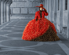 Fancy dress... (Thomas Frejek) Tags: venice red rot mask 2008 venedig maske mywinners  thedantecircle themonalisasmile