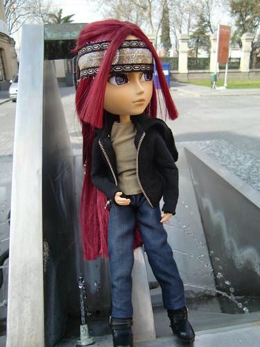 Takumi en la fuente