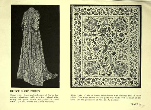 024-Traje y colcha bordados en seda 1700