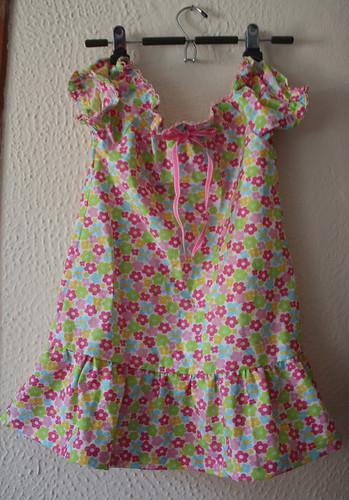 ... es un vestido muy primaveral que amerita algunas sandalias lindas
