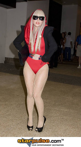 3399643903 d250f18b93 Recicle o seu guarda roupa com Lady GaGa em 10 passos