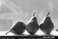 Pears 1356e (Harris Hui (in search of light)) Tags: stilllife canada monochrome closeup vancouver blackwhite bc pears richmond digitalbw amateur indoorshot fujis3pro harrishui vancouverslrshooter vancouverdslrshooter
