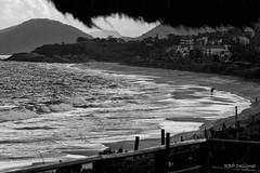 Praia de Camboinhas (rbpdesigner) Tags: camboinhas niteri praia beach praiadecamboinhas mar areia sand waves ondas sea pb bn bw canon 30d slr pretoebranco blackwhite negre noiretblanc  schwarzundweis  playa water gua eau spiaggia  repblicafederativadobrasil brasil brazil brsil  praiasdorio praiasdoriodejaneiro praiasrj praiadorio praiadoriodejaneiro canoneos30d amricadosul southamerica amriquedusud sdamerika amricadelsur gneyamerika americameridionale  amrica america cidademaravilhosa wonderfulcity ciudadmaravillosa merveilleuseville meravigliosacitt wunderbarestadt br