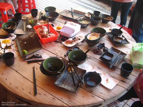 成果:一堆空碗盤