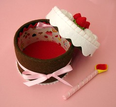 Strawberry cake-box (Slvia Leite) Tags: birthday pink red girl cake toy candle handmade felt teaparty cakebox trinketbox keepsakebox