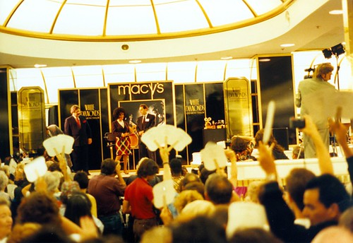 Elizabeth Taylor promotes White Diamonds at Macy's San Francisco. (10/11/1991)