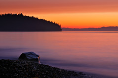 Strait of Juan de Fuca Chromatic Sunset Gradation (Fort Photo) Tags: light sunset orange beach nature landscape washington nikon bravo purple searchthebest state northwest nps dusk olympicpeninsula pacificnorthwest wa gradation pnw 2009 strait lastlight d300 straitofjuandefuca nothdr abigfave anawesomeshot impressedbeauty vosplusbellesphotos