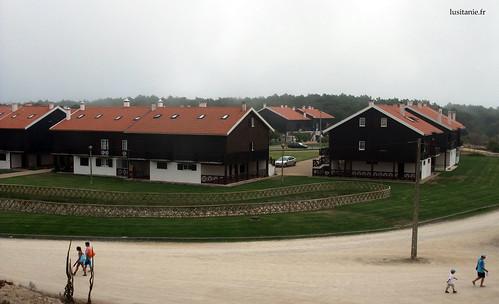 As novas construções respeitam a arquitetura dos Palheiros da Tocha