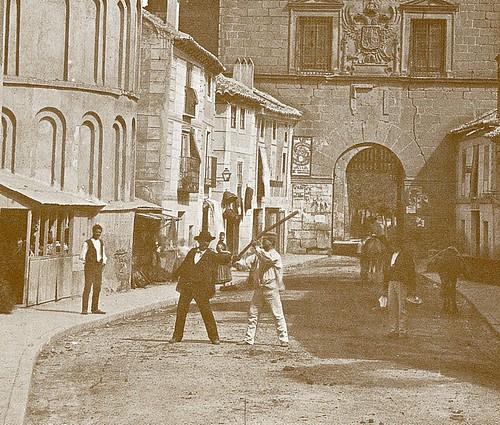 Puerta de Bisagra e Iglesia de Santiago del Arrabal (Toledo) a finales del siglo XIX. Fotografía de Casiano Alguacil (detalle)