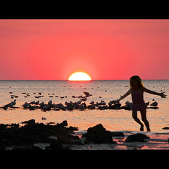 Strawberry Shortcake Sunset (melepix) Tags: sunset sea people beach water girl fun mar spring gulf florida action running ocaean atque colorphotoaward overtheexcellence alemdagqualityonlyclub atqueartificia