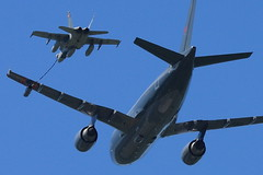 CFB Trenton Air Display - Air-to-Air Refuelling (Tom Podolec) Tags: show ontario canada canon demo force display weekend military air wing 8 demonstration midair hornet dslr 2009 cf fuel forces trenton armed polaris airtoair cf18 quinte refuelling canadianforces cfb cc150 762 939 ytr cytr news46 canadianforcesbase thisimagemaynotbeusedinanywaywithoutpriorpermissionallrightsreserved2009 188762 188939 2009070515192420200001