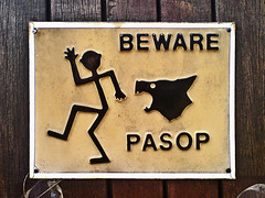 Beware Pasop (von_brandis) Tags: dog sign danger symbol beware stickman icon stickfiguresinperil signage stickfigure pictogram warningsign visuallanguage bewareofthedog pasop vonbrandis brandtbotes pictorialsymbol