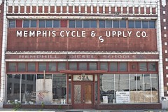 Abandonned building - 18Jun09, Memphis (USA) (philippe leroyer) Tags: red building brick word rouge decay memphis s cycle brique co btiment deserted crisis abandonned abandonn crise supplys dcrpit dsert upply cyclesupplysco