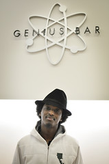 K'naan (4mul8) Tags: sf sanfrancisco california apple bar store genius rapper knaan dustyfootphilosopher nikon35mmf18