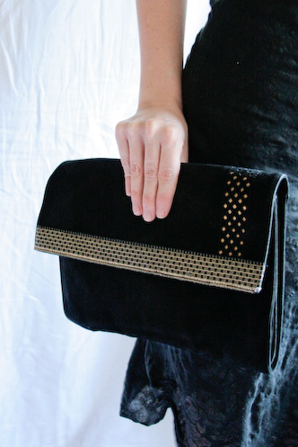 VINTAGE black suede purse with chequered gold detail - 2